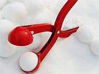 Удобная лепилка для снежков