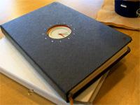 Бумажный органайзер со встроенными часами