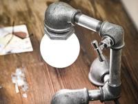 Настольная лампа из водопроводных труб с включателем-краном