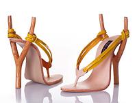 Экстравагантные туфли в виде рогатки, тележки и детской горки