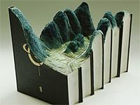 Книги превратились в горы, реки и постройки