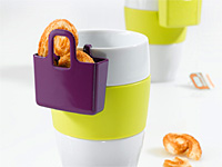 Дизайн сумочки для печенья и крекера висящей на краю чашки