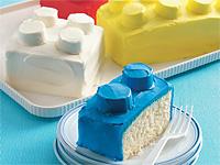 Пирожное кекс повторяет форму деталей Лего