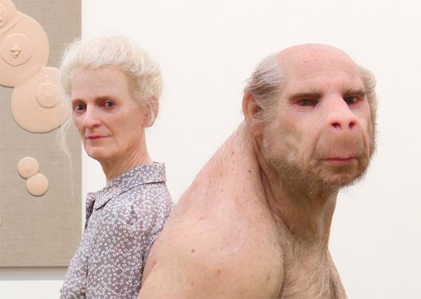 Зрелищно реалистичная скульптура странного Перевозчика фото