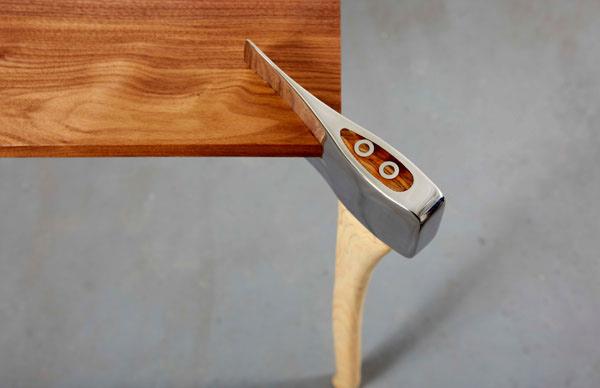 стол на топорах фото