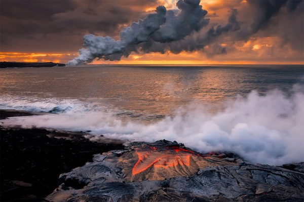 Вулкан в море
