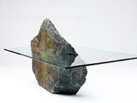 Каменный стол в интерьере